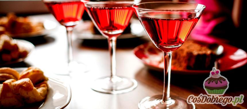 Jak chronić powierzchnię stołu przed rozlanym alkoholem? – Porada