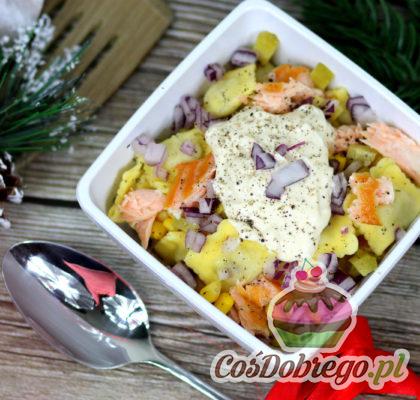 Salatka Z Pierozkami Ravioli I Wedzonym Lososiem 01