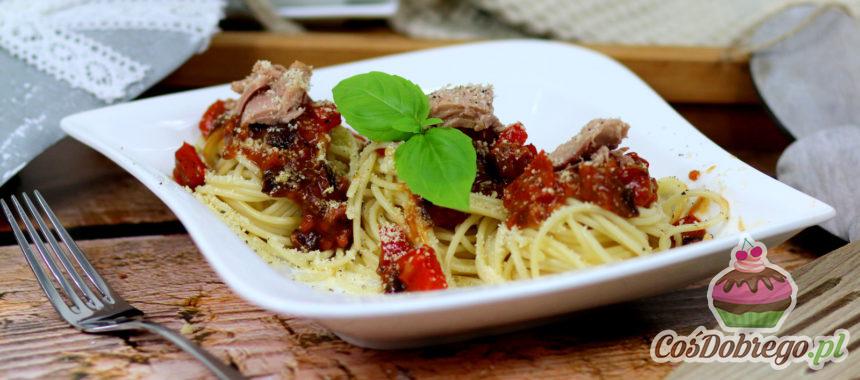 Przepis na Spaghetti z tuńczykiem w sosie pomidorowym