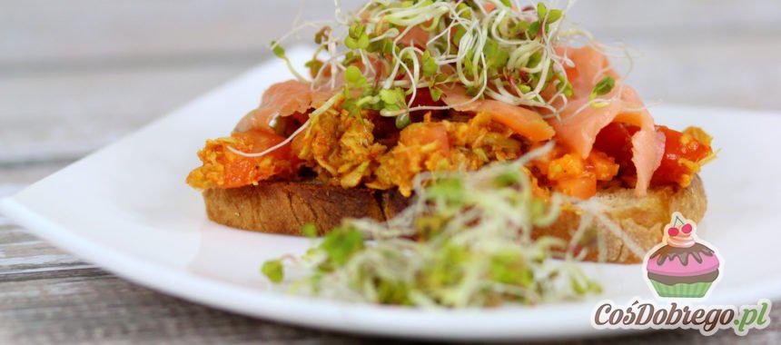 Przepis na Grzanki z guacamole, jajkiem i wędzonym łososiem